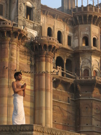 Spiritual_cleansing_at_the_ganges