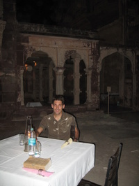 Dinning_at_the_fort