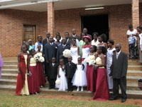 Wedding_party_outside_church