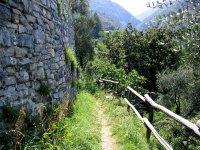 Hike_to_castello_di_vezio