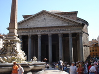 Pantheon_in_rome_2
