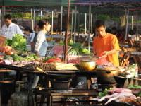 Food_market_in_yangshuo