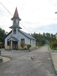 Ohoidertawun_main_road_and_church