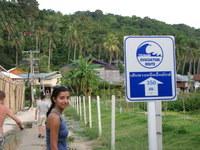 Tsunami_evacuation_signs_on_phi_phi